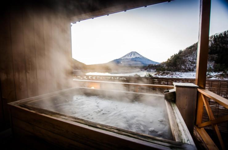 10 چشمه آب گرم