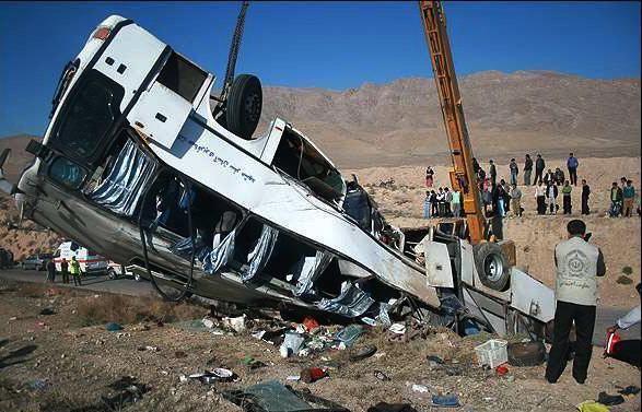 عیادت معاون وزیر بهداشت از مصدومان حادثه واژگونی اتوبوس دانش آموزان