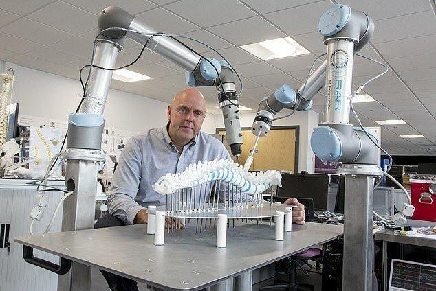 جراحی دقیق تر ستون فقرات با یاری یک ربات