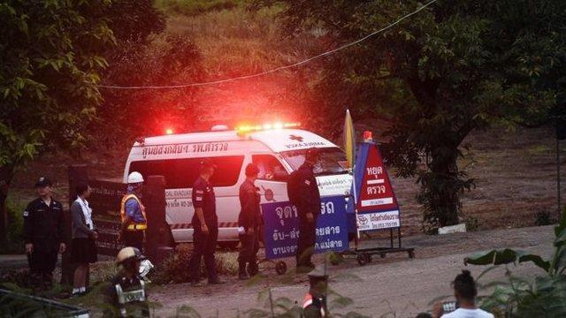 غواصان در تایلند 4 نوجوان گرفتار در غار را نجات دادند