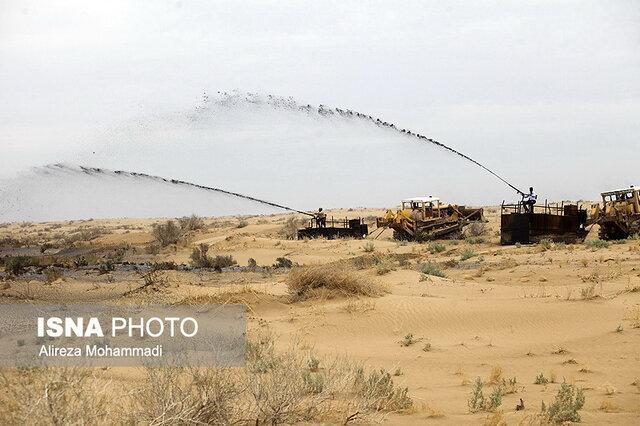 مالچ پاشی در خارج از مناطق حفاظت شده خوزستان انجام می گردد