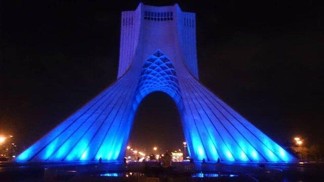 برج آزادی آبی شد