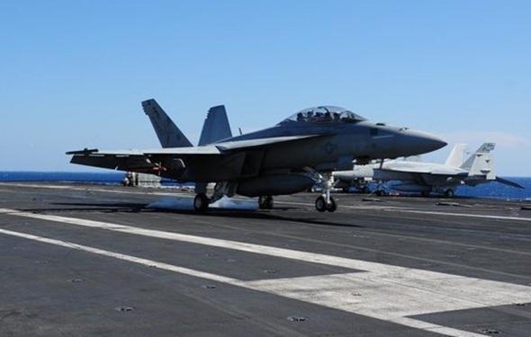 سقوط جنگنده اف-18 ناو هواپیمابر تئودور روزولت آمریکا