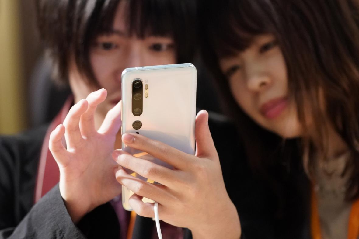 همه گیری جهانی بیماری کرونا باعث شد در سه ماهه دوم سال 2020، فروش گوشی های هوشمند 20 درصد کمتر گردد