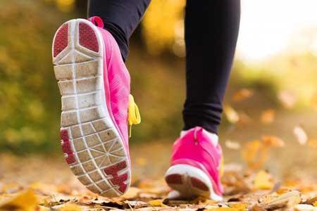 پیشگیری از آسیب های استخوانی در دوران کرونایی با پیاده روی در خانه